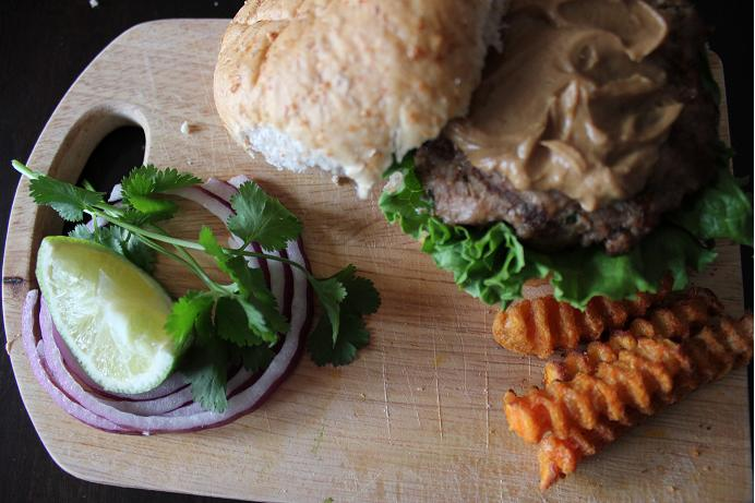 pork burgers with peanut sauce