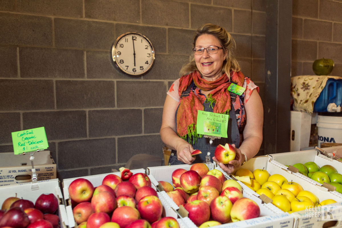 Lisa the Apple Lady, photo by Kelly Hofer