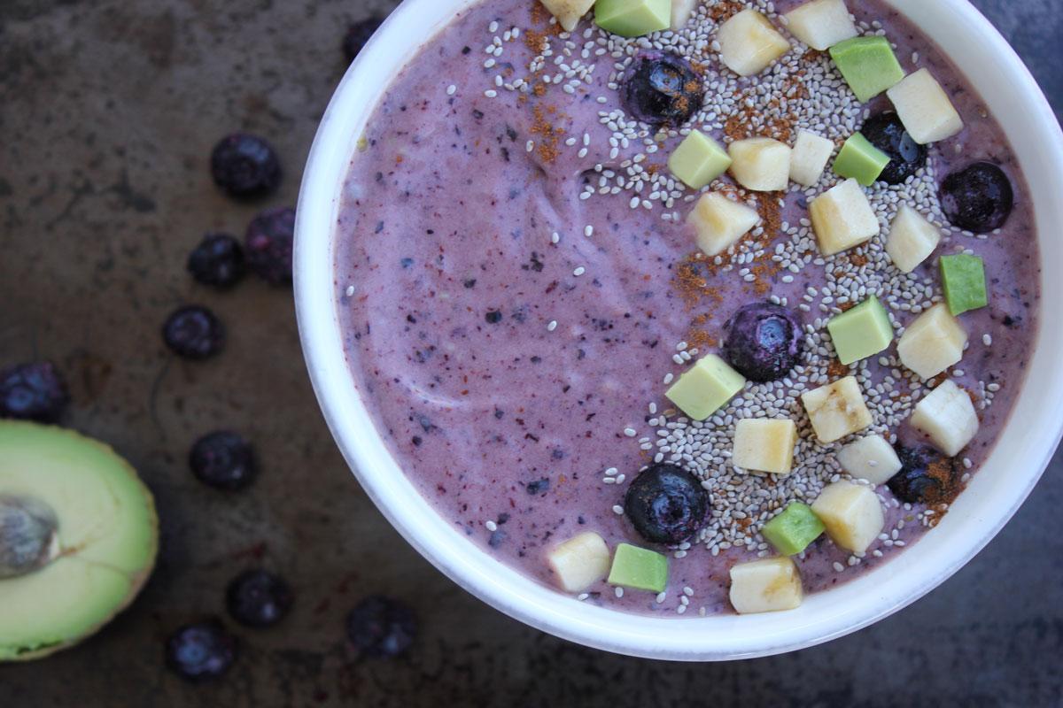 Blueberry Mango Smoothie Bowl - | Bakersbeans (Wanda Baker)