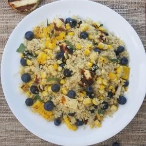 blueberry halloumi corn salad